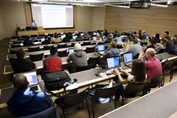 اف بی آی در پی اخراج محققان خارجی از پروژه های حساس