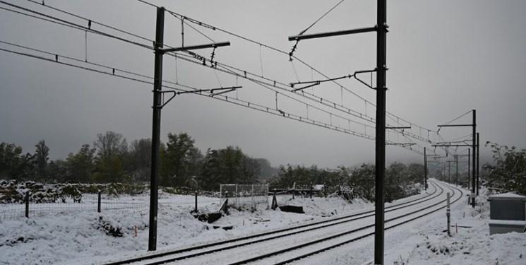 بارش برف در فرانسه برق 300 هزار خانه را قطع کرد
