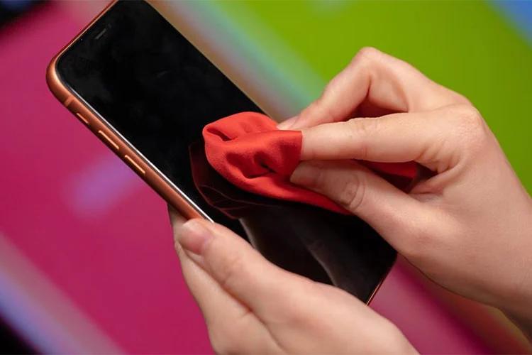 پاک کردن صفحه نمایش گوشی و تبلت